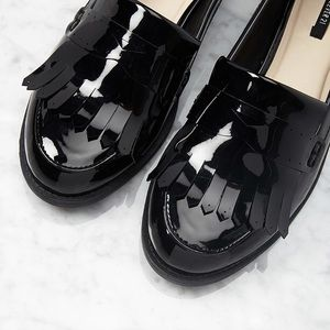 Shoes - Shiny black oxford fringed loafers shoes